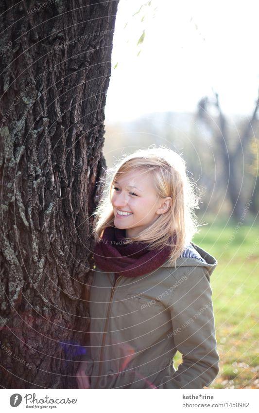 Herbstsonne . Mensch feminin Junge Frau Jugendliche 1 18-30 Jahre Erwachsene Schönes Wetter Baum Jena Park Lächeln blond Fröhlichkeit Glück schön positiv dünn
