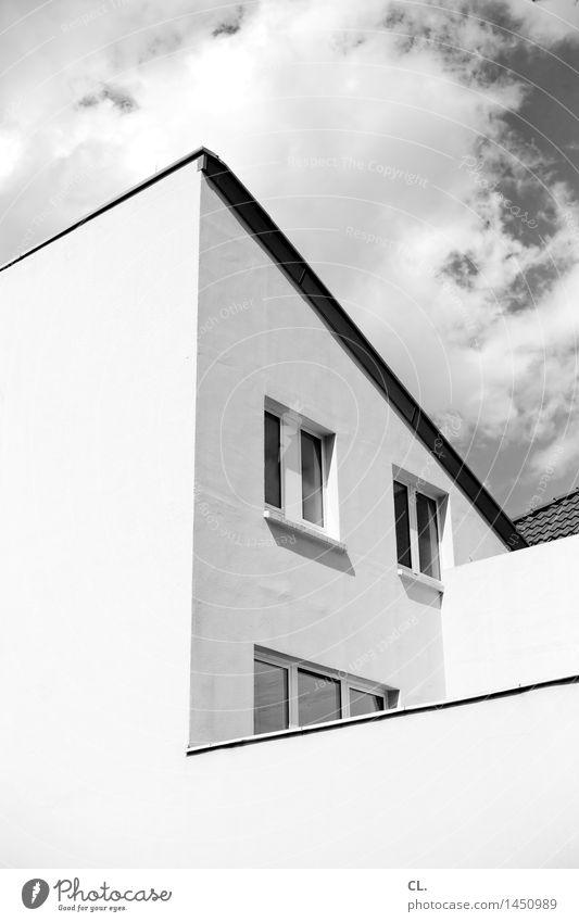 haus Himmel Wolken Schönes Wetter Haus Hochhaus Gebäude Architektur Mauer Wand Fenster eckig Schwarzweißfoto Außenaufnahme Menschenleer Tag