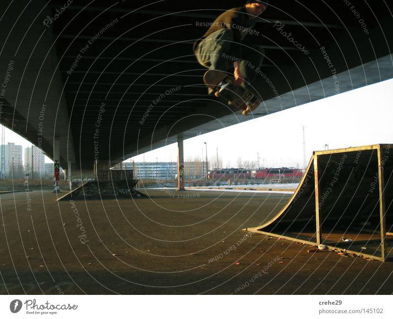 In The Ghetto Straßenkunst Brücke Skateboard Skateboarding Stadt springen Licht Schatten Blick Freude Freizeit & Hobby