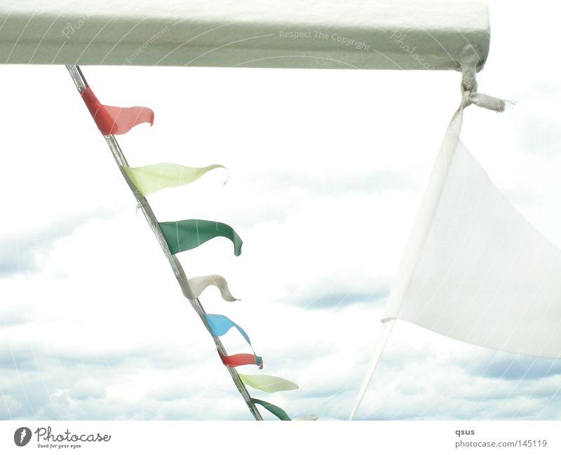 AHOI Himmel weiß grün blau rot Freude Ferien & Urlaub & Reisen Wolken gelb Wasserfahrzeug hell Wind Fahne Freizeit & Hobby Überbelichtung schlechtes Wetter