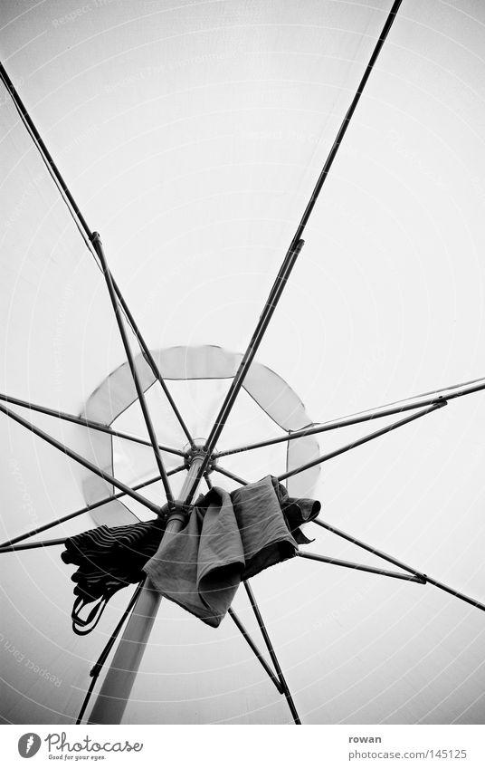 aufgehangen Strand Wärme Netz Physik Sonnenschirm hängen Vernetzung Stab trocknen filigran aufgespiesst