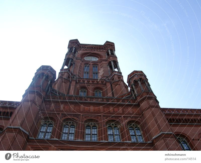 rathaus berlin Rathaus Gebäude groß Fenster Architektur Berlin Himmel blau Säule Lagerhalle