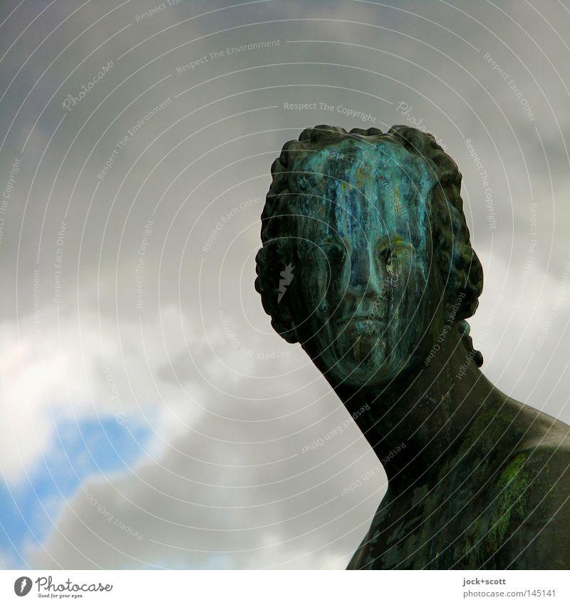 Reiz der Patina Gesicht Skulptur Gewitterwolken schlechtes Wetter Denkmal Metall Rost alt historisch Stimmung Traurigkeit verstört bizarr Surrealismus
