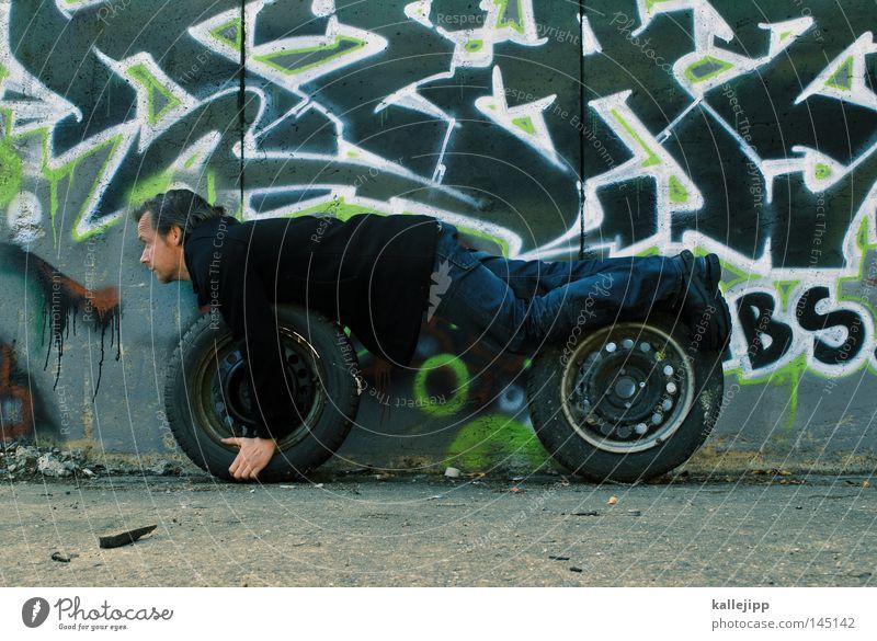 leben auf der überholspur Mensch Mann Ferien & Urlaub & Reisen Wand Graffiti Wege & Pfade Mauer PKW Kraft Geschwindigkeit verrückt Autorennen Lifestyle Ziel