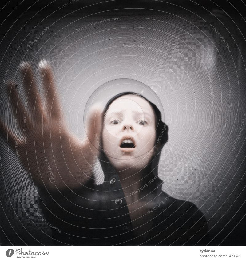 Analog//Digital I Frau Mensch Hand dunkel Gefühle Kopf Erde hell Zeit Angst geheimnisvoll berühren analog Geister u. Gespenster bleich Versuch