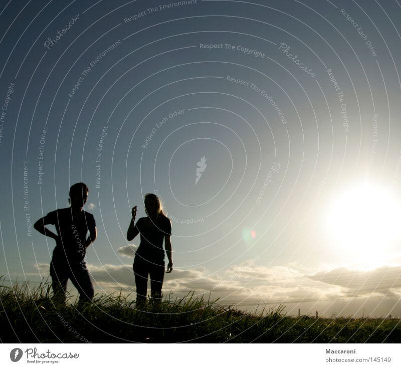 Am Rand Mensch Jugendliche Ferien & Urlaub & Reisen Sommer Sonne 18-30 Jahre Ferne Erwachsene Leben sprechen Freiheit maskulin Erfolg warten stehen wandern