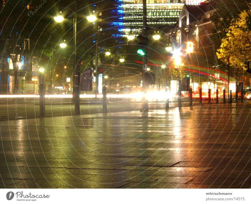 kudam bei nacht #2 Nacht Reflexion & Spiegelung dunkel blitzen Ampel Langzeitbelichtung Berlin Licht Lampe Beleuchtung hell