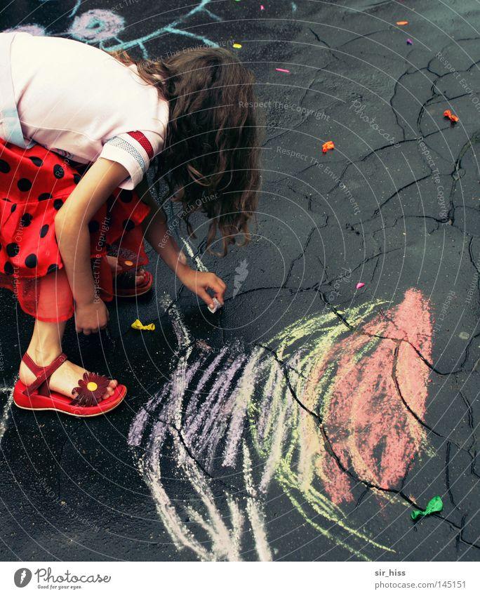 Unsere Stadt soll schöner werden Mädchen Freude Straße Herbst oben Regen Linie Luftballon Asphalt Vergänglichkeit zeichnen Kind Riss Kreide Kinderspiel geplatzt
