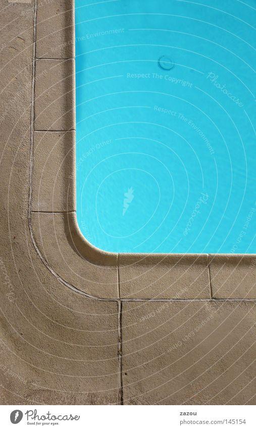 Motel Pool Farbfoto Außenaufnahme Detailaufnahme Tag Bad Schwimmbad Wasser blau Becken Resort verfallen
