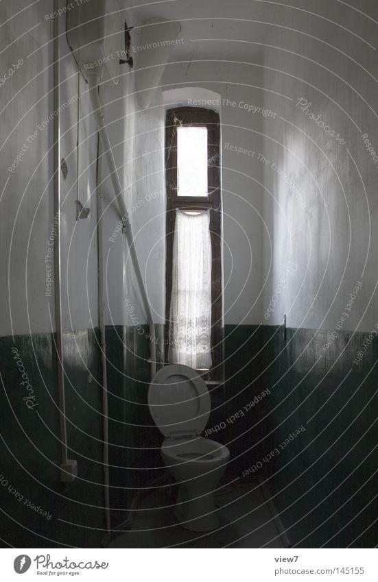 Hochtoilette. alt Einsamkeit ruhig Fenster Wand oben Tür Raum gehen Fotografie hoch Sauberkeit Bad Bild Kitsch verfallen