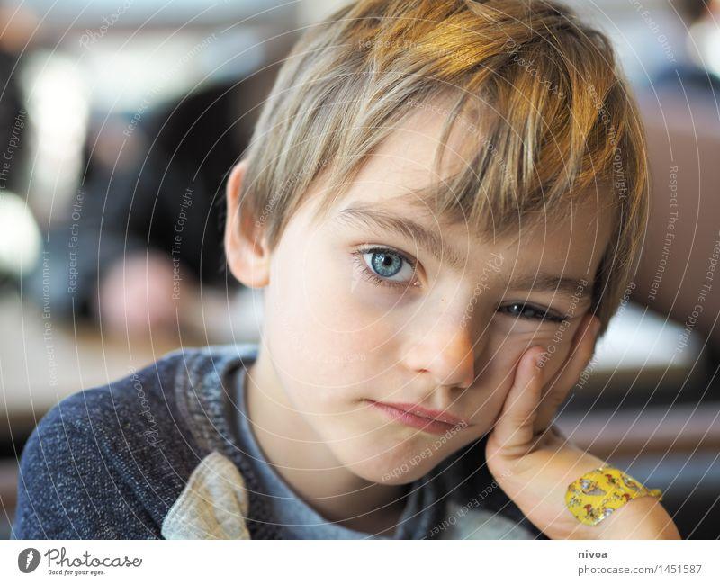 mein kopf so schwer Kind Erholung ruhig natürlich Junge Kopf Stimmung Freundschaft Zufriedenheit blond authentisch Kindheit Kommunizieren beobachten einzigartig