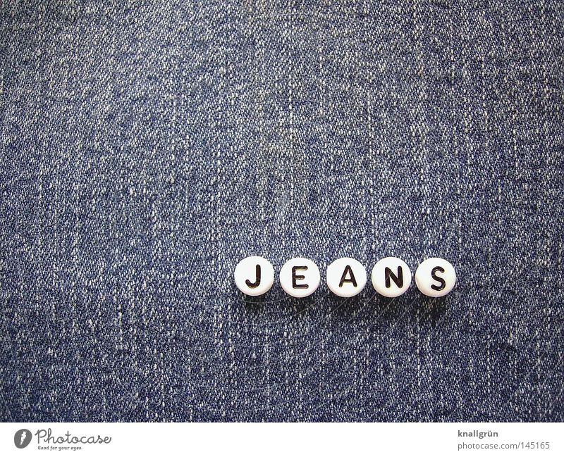JEANS Wort Buchstaben Dinge blau weiß schwarz rund Stoff Jeanshose Jeansstoff Baumwolle obskur Schriftzeichen Letter Perle