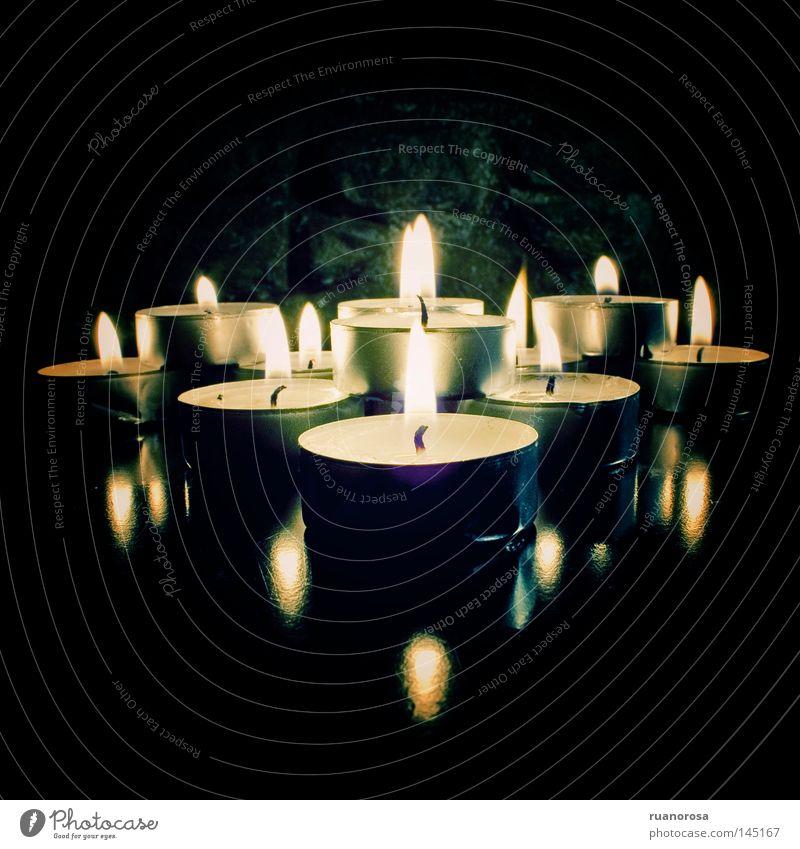 Exvoto Feuer Reflexion & Spiegelung Nachthimmel Licht Lichterscheinung Gotik Schatten Dekoration & Verzierung Kerze Lama dunkel Dämmerung glänzend Opfergaben