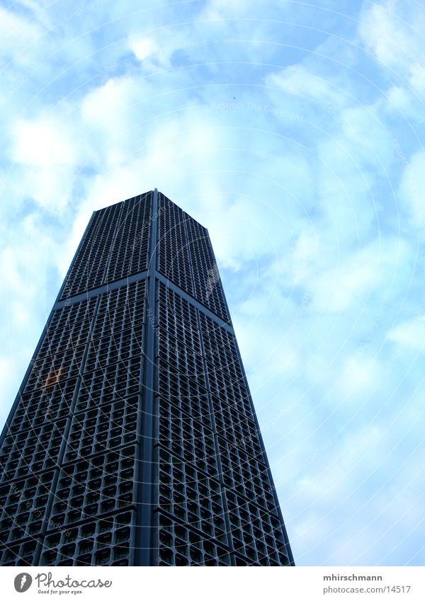 wolkenstampfer Himmel blau Wolken Religion & Glaube Architektur Hochhaus hoch Niveau Kirchturm