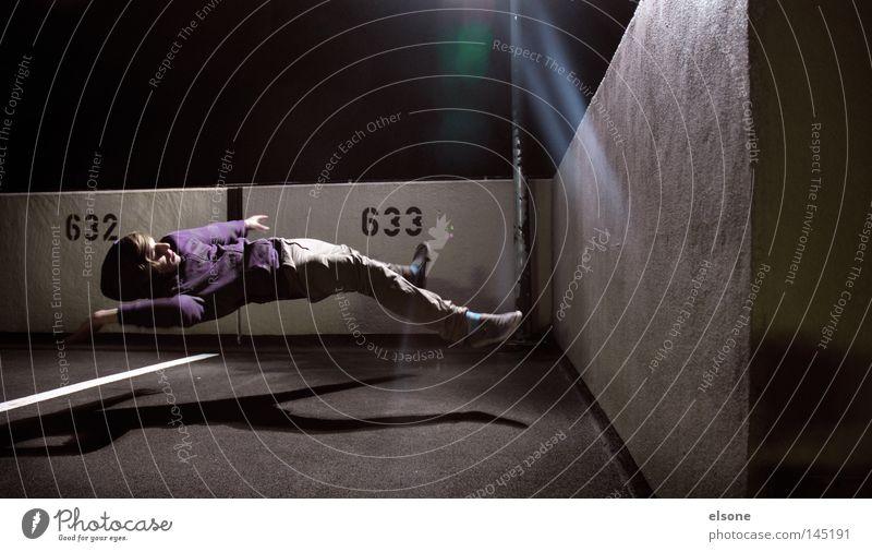 ::633:: Mensch Mann Jugendliche dunkel Bewegung Vogel Eis fliegen maskulin Luftverkehr fallen Weltall Konzentration Wissenschaftler Sturz Schweben