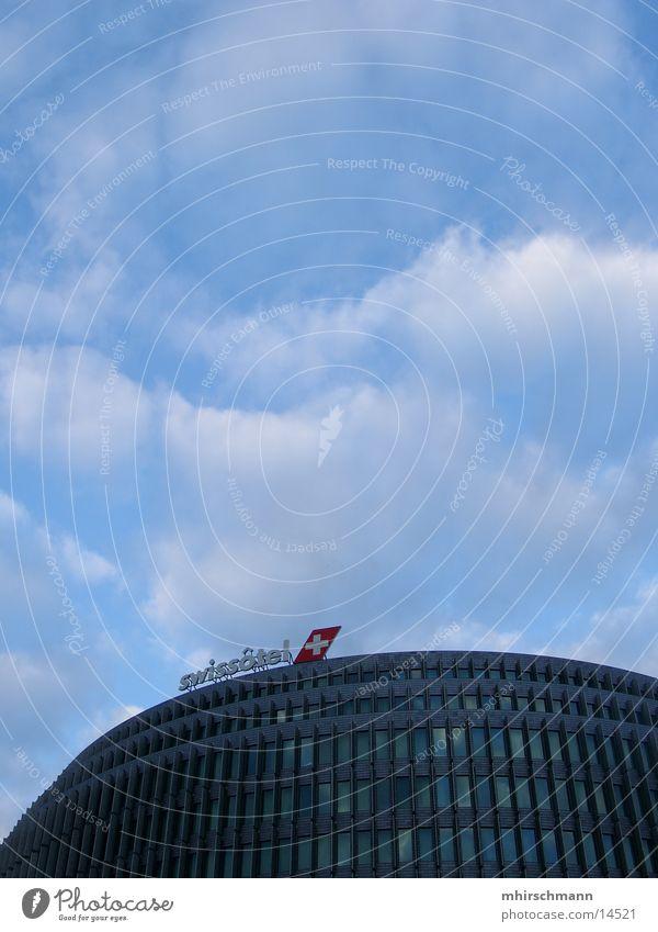 swissotel Himmel blau Wolken Gebäude Architektur Hochhaus Rücken Schweiz Hotel