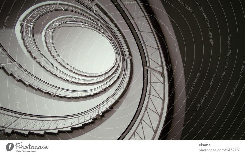 ::SCHNECKENHAUS:: Treppe aufgehen Treppenhaus Spirale Innenarchitektur Geländer Treppengeländer Detailaufnahme ringförmig elsone Architektur