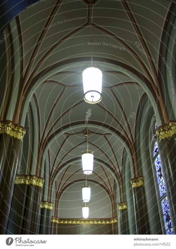 bogenhalle Lampe Berlin Architektur Lagerhalle hängen Säule Bogen Rathaus