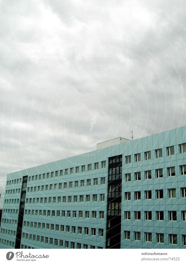 Block #2 Plattenbau weiß Haus Gebäude Hochhaus Architektur blau Himmel