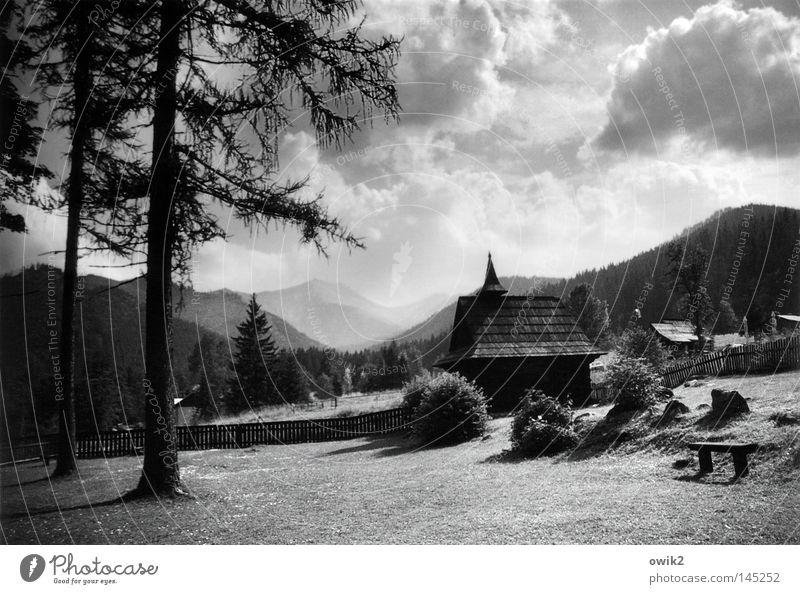Auf der anderen Seite Himmel Natur Pflanze Baum Landschaft Wolken Berge u. Gebirge Umwelt Gras Religion & Glaube Horizont Luft Idylle groß Kirche Klima