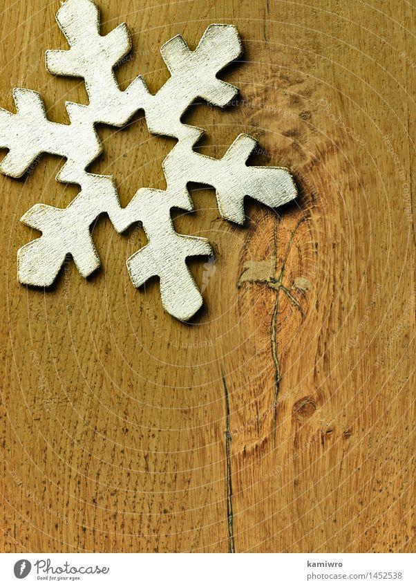 Große hölzerne Schneeflocke. Design Glück schön Winter Dekoration & Verzierung Feste & Feiern Weihnachten & Advent Natur Holz Ornament alt hell neu retro weiß