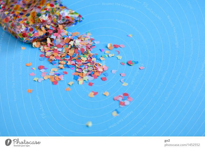 Konfetti aus der Tüte blau Farbe Freude Feste & Feiern Party Freizeit & Hobby Dekoration & Verzierung Geburtstag Fröhlichkeit ästhetisch Kreativität