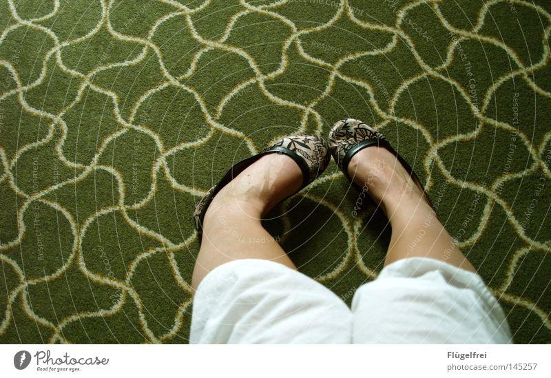 Mach ich es oder mach ich es nicht? Wellen Beine Fuß Balletttänzer Blume Wiese Bekleidung Rock Ornament Streifen alt berühren Bewegung drehen glänzend gehen