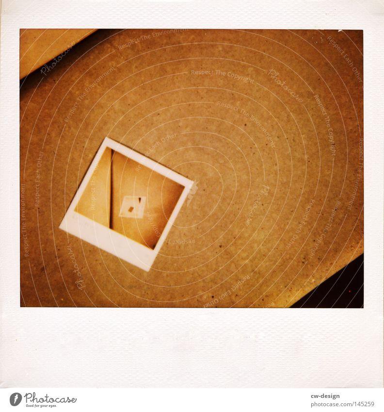DOPPELT UND DREIFACH Hand Farbe grau braun Zusammensein Fotografie Beton Horizont Papier trist Körperhaltung festhalten Balkon Idee Versuch Druck
