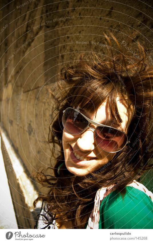 Mädchen Sonne Wind Brille Gastronomie grinsen Spanien Andalusien Kathedrale Moschee Cordoba Mensch
