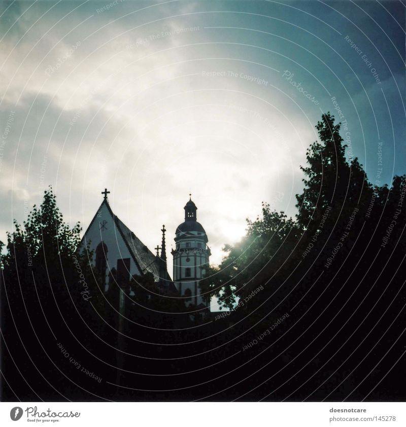 I Will See You (In Far Off Places). Baum schwarz Wolken dunkel Architektur Kirche bedrohlich Bauwerk historisch Leipzig Sehenswürdigkeit Vignettierung