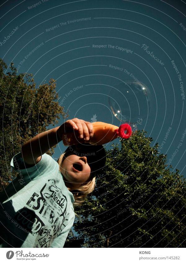 wow Kind Jugendliche Freude Junge Spielen Luft Haut klein Glas dünn Spielzeug Kugel Kindheit Blase blasen leicht