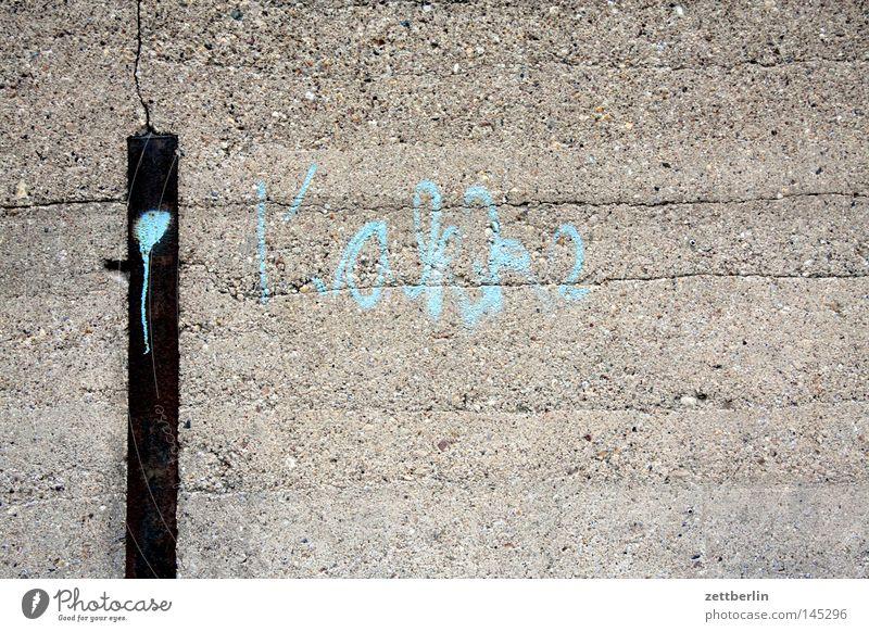 Kakke Wand Mauer Betonwand Grenze Graffiti Aufschrift Vandalismus beschmutzen Sachbeschädigung Information Mitteilung Schriftzeichen Schriftstück schreiben