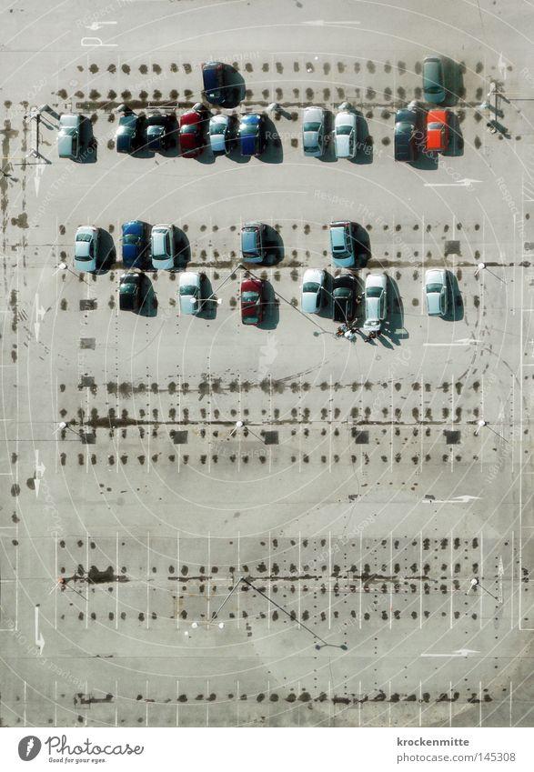 Blech-Sonate Luftaufnahme Vogelperspektive Stadt grau PKW Kapitalwirtschaft Feld Schilder & Markierungen Verkehr KFZ Güterverkehr & Logistik Asphalt Spuren