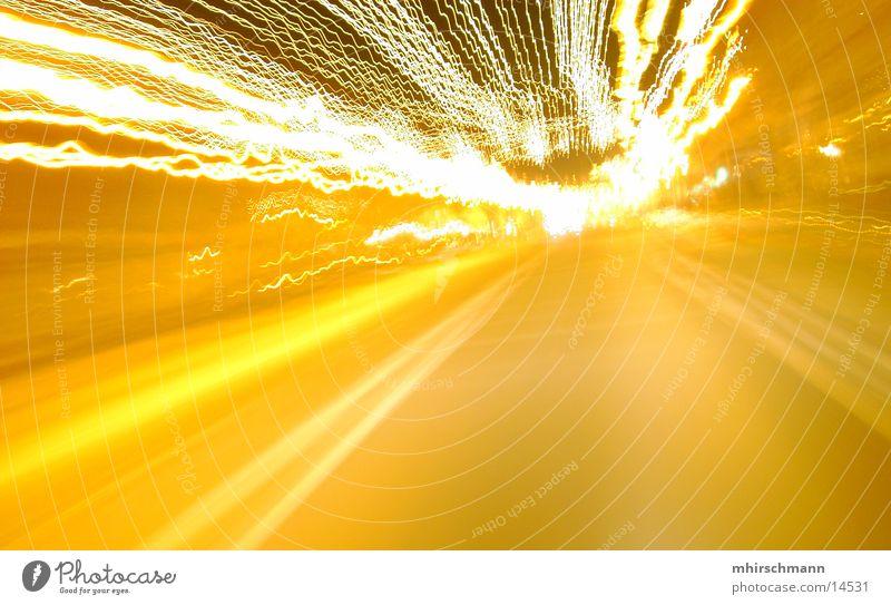 die geschwindigkeit der nacht gelb hell fahren Streifen Mobilität