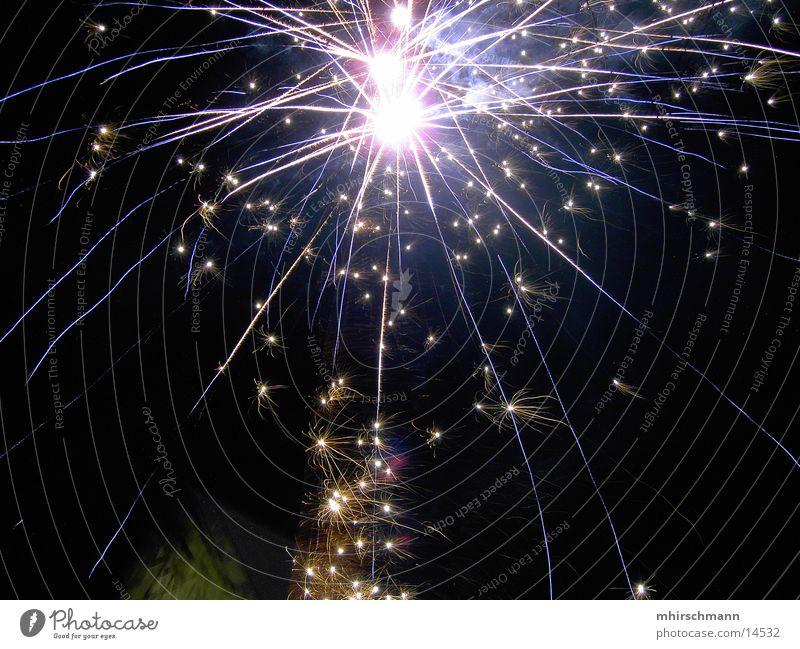 fireworks #2 Silvester u. Neujahr Langzeitbelichtung rot Strahlung Licht Feuerwerk Reaktionen u. Effekte