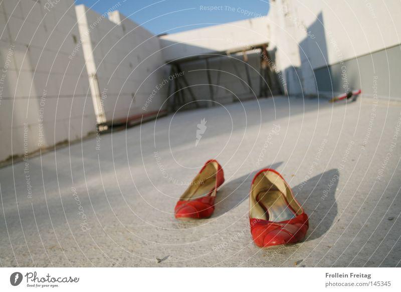 Rotkäppchen ist ausgezogen Umzug (Wohnungswechsel) Trennung Märchen Gegenteil entkleiden Ausbruch Widerspruch Aussiedler