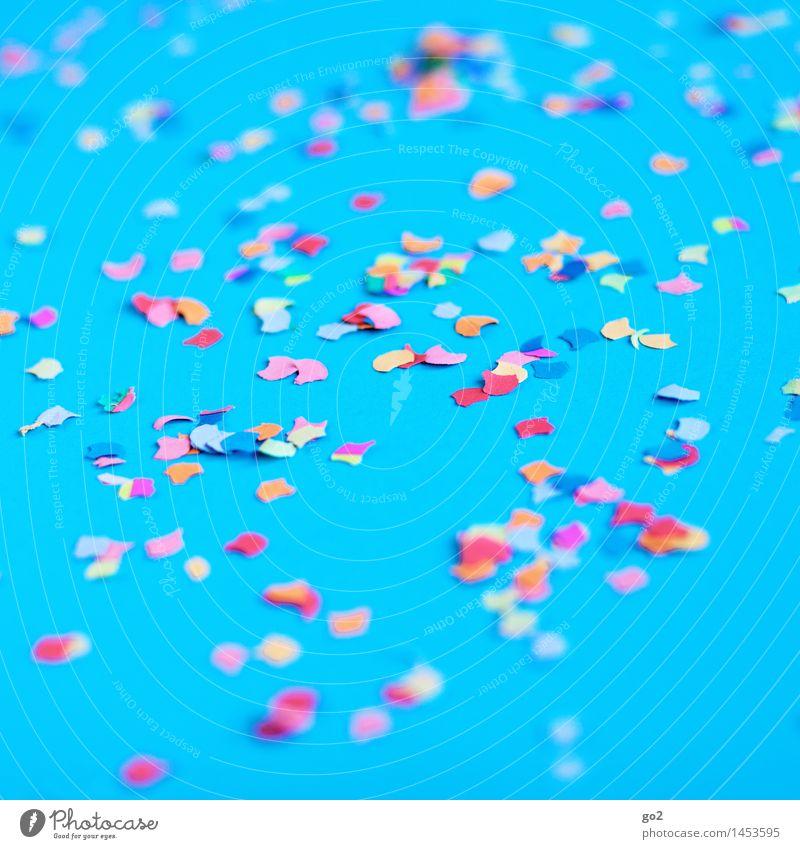 Konfetti blau Farbe Freude Feste & Feiern Party Freizeit & Hobby Dekoration & Verzierung Geburtstag Fröhlichkeit ästhetisch Lebensfreude Papier Show Veranstaltung Silvester u. Neujahr türkis