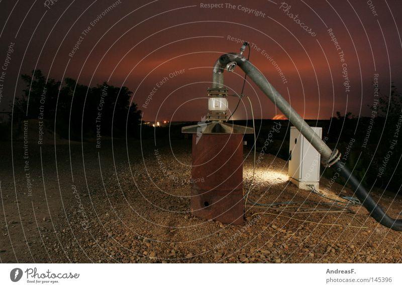 R2D2 Industriefotografie Nacht Erdöl Förderpumpe Pumpe Brunnen Bergbau Braunkohlentagebau Lausitz Kabel Rost Eisenrohr dunkel welzow Kies