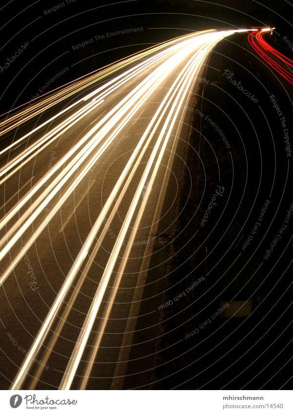 A6 in motion weiß rot Beleuchtung Verkehr Autobahn