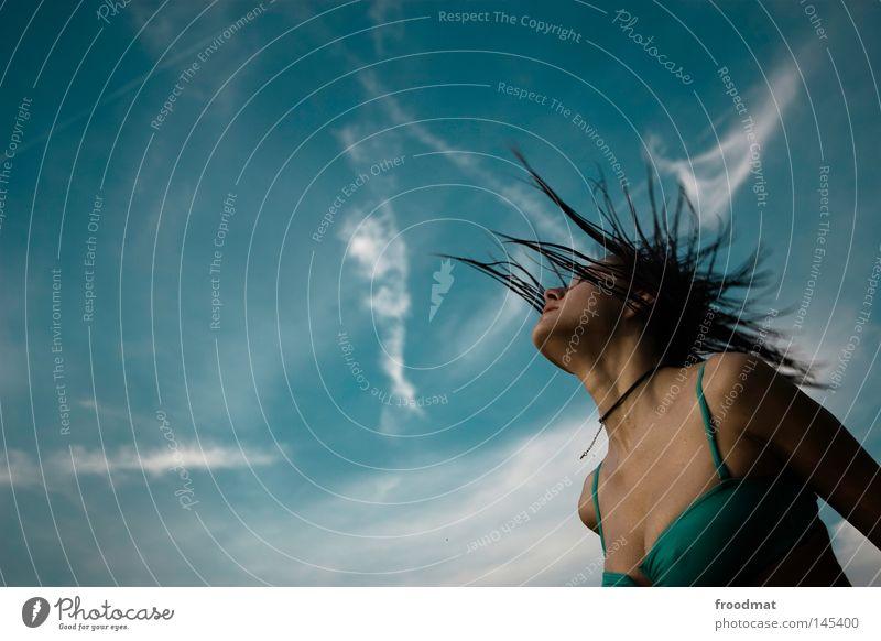 foto tittel Frau Himmel blau Wasser schön Sommer Freude Wolken Gesicht Erotik Haare & Frisuren Stil Linie Wind nass Elektrizität