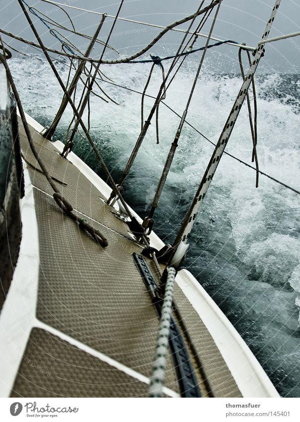 Obsession Segeln hart Sturm Wind Wellen Westen Indien Gegenwind Abenteuer Sport Wassersport Gischt Wellenform Wellenbruch Wasserfahrzeug Segelschiff Segelboot