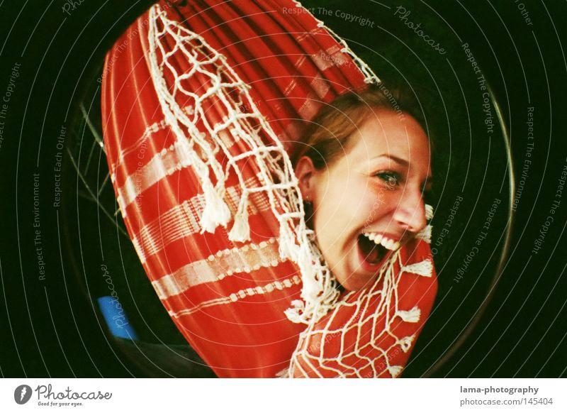 THE BRIGHT SIDE OF LIFE Frau Jugendliche Freude Strand Gesicht Erholung Spielen Kopf Glück lachen lustig Freizeit & Hobby liegen Fröhlichkeit verrückt Kreis