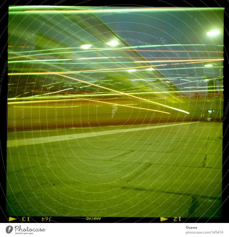 urban lights Himmel blau grün rot ruhig gelb Berlin Stein Lampe Linie hell Verkehr Geschwindigkeit Eisenbahn Bodenbelag