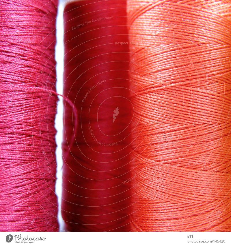 bunt gewickelt II Schnur Nähen Nähmaschine mehrfarbig rosa rot wickeln umwickelt aufgewickelt abwickeln dünn fein lang Muster gekreuzt Bekleidung Naht Knöpfe