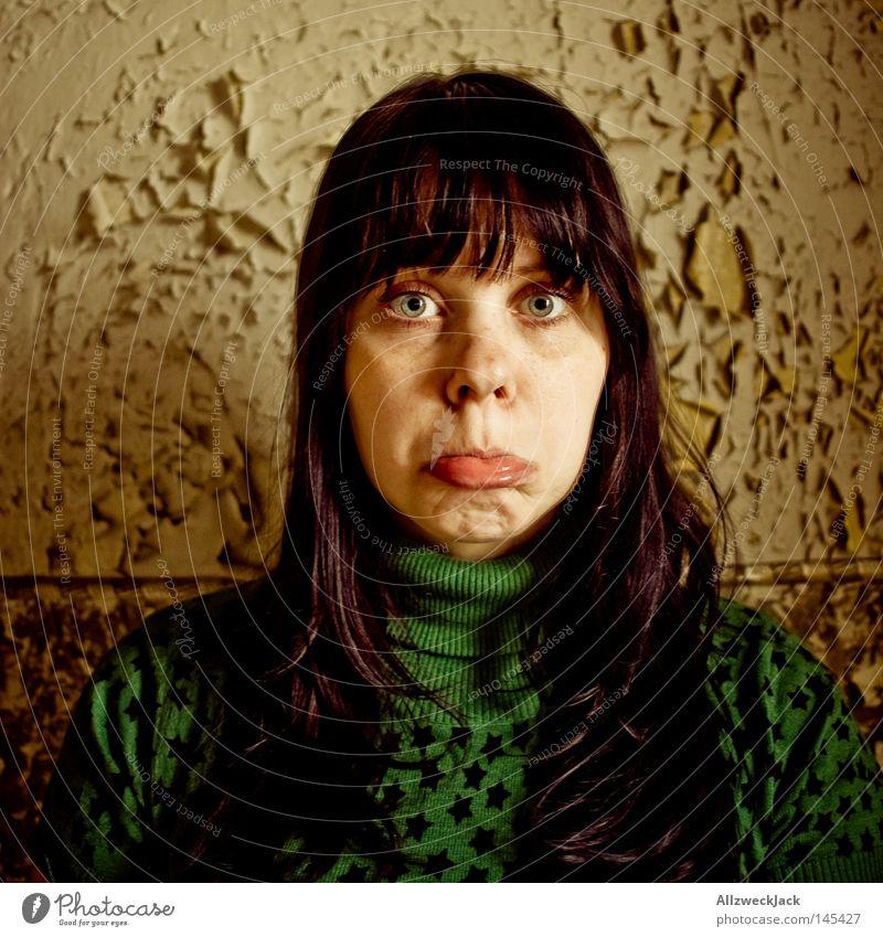 Heul doch! 2 Frau Gesicht Traurigkeit Mund Trauer Schmerz Verzweiflung Gesichtsausdruck weinen Grimasse Schwäche Hoffnungslosigkeit Schaufel Fräulein tragisch übertrieben