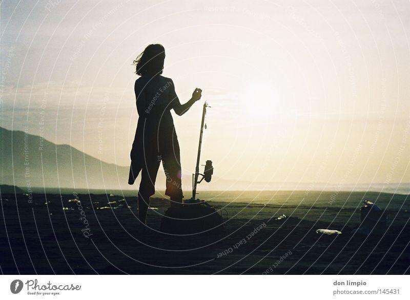 salzige brise Strand Sonne Mensch Angelrute Wind Cofete Fuerteventura Sommer Gegenlicht analog Berge u. Gebirge nice memory