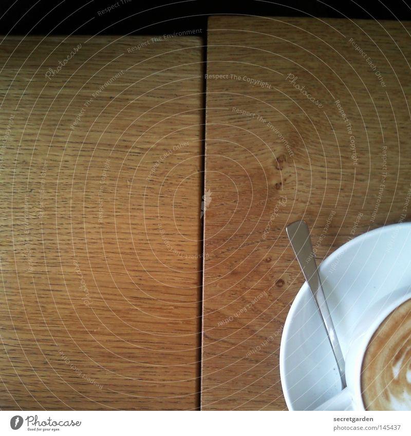 käffchen? Morgen Tisch Holz Latte Macchiato Milchkaffee Ecke 2 Löffel weiß schwarz Café Gefühle Kaffee wach verschlafen verschoben Muster Gastronomie Wohnung