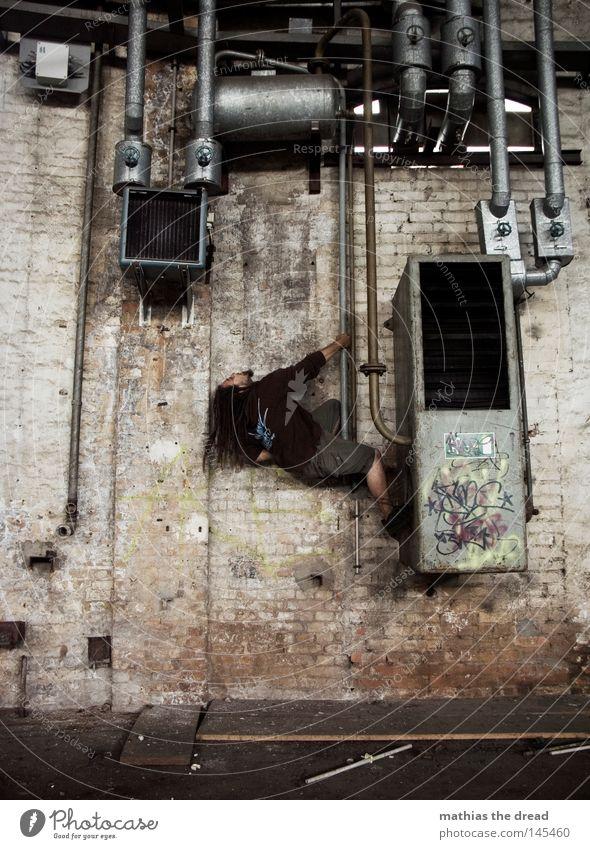LÜFTUNGSGEWUSEL Mann Erholung dunkel oben Bewegung Gebäude Luft Metall Kraft dreckig hoch Industrie Baustelle verfaulen