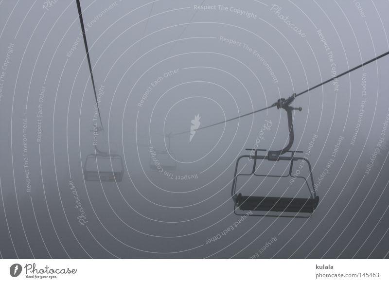 Sesselbahnfahrt im Nebel ruhig Ausflug Berge u. Gebirge wandern Natur Wassertropfen Himmel Herbst Wetter schlechtes Wetter Seilbahn gruselig kalt grau trüb