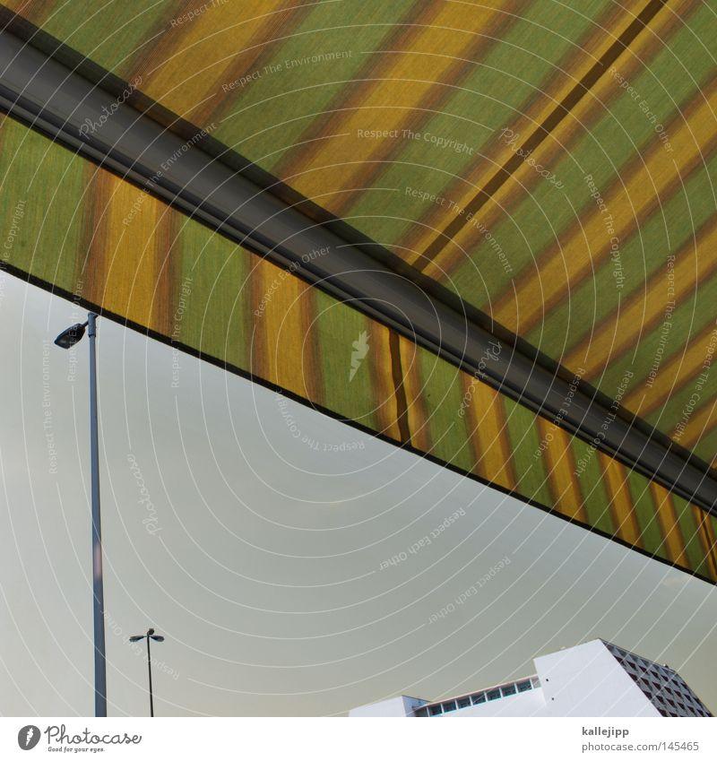 monsieur markis Himmel grün Stadt Haus gelb Architektur Hochhaus Streifen Café Laterne Köln Verkehrswege Straßenbeleuchtung Wetterschutz Jalousie